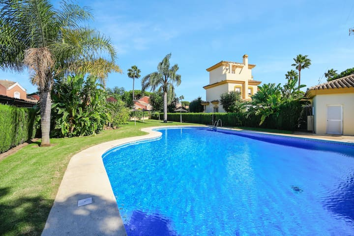 """Holiday Home """"La Casa de Brisamar"""" Near Beach with Pool, Patio, Wi-Fi & Air Conditioning; Parking Space Available"""