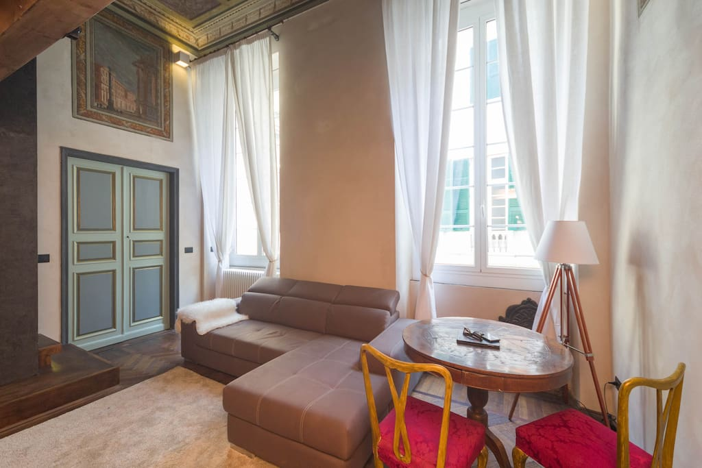 Charmin 39 genoa historical house affresco suite for Boutique hotel genova