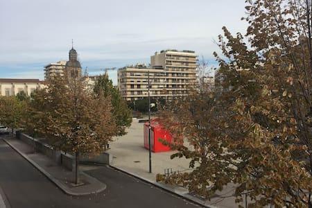 Chambre privée dans appartement de 110m² - Saint-Étienne - Huoneisto