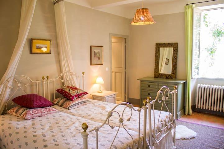 Comfortable en-suite double, Montfort-Sur-Argens, - Montfort-sur-Argens - Bed & Breakfast