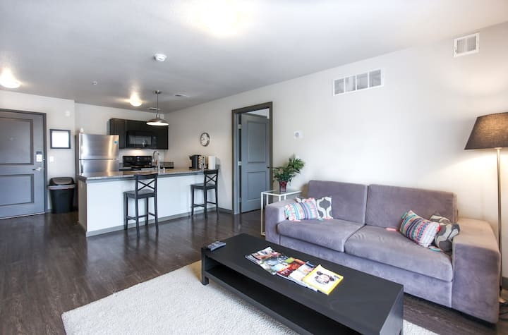 Kasa | Minneapolis | Campus Charming 2BD/2BA U of M Apartment