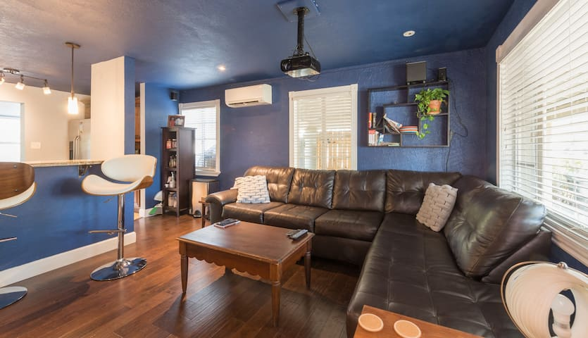 Entire home relax in walking distance to downtown