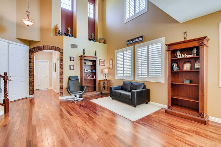 4 BR Home Close to DT Summerlin w/Pool and Spa