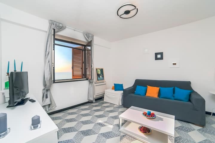Amalfi: Blue flat with sea view, wifi, AC!