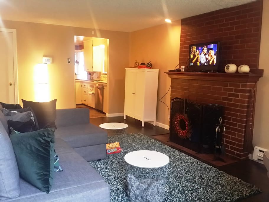 Fully furnished living room with Dish network cable with sports package, wireless internet, security system.