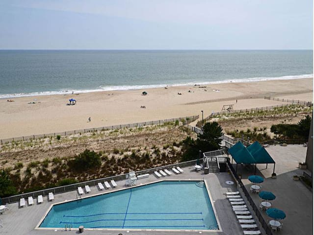 H804: 3BR Sea Colony Oceanfront Condo! Private beach, pools, tennis & more!