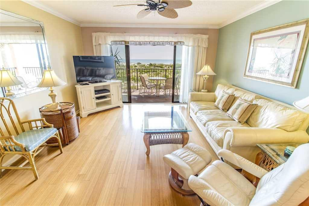 Family Room with a View - Enjoy sitting on the couch and playing a game of cards or watching the waves crash on the beach.