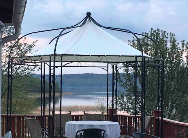 Hus med strandtomt i Siljansnäs.
