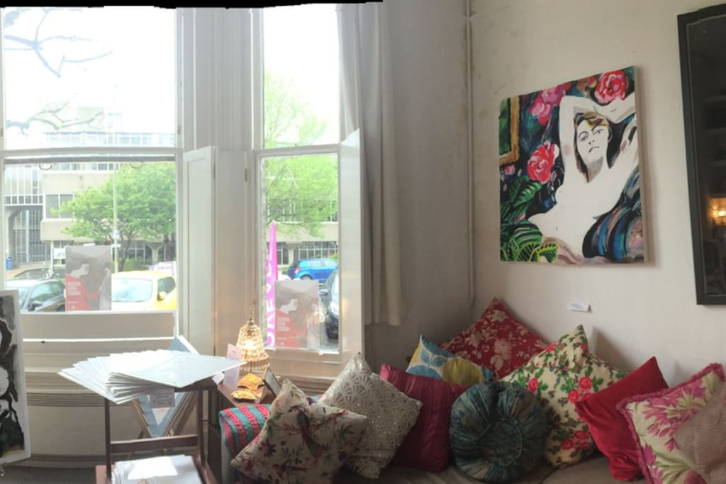 Current 'Gallery' vibe ! Yet still fabulously homely !