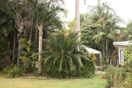 Mudjimba Beach Tropical Retreat, Sunshine Coast - Mudjimba - Casa