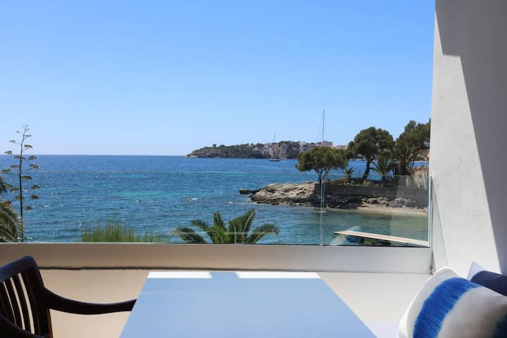 Sea View Apartment with breakfast. 2 PAX