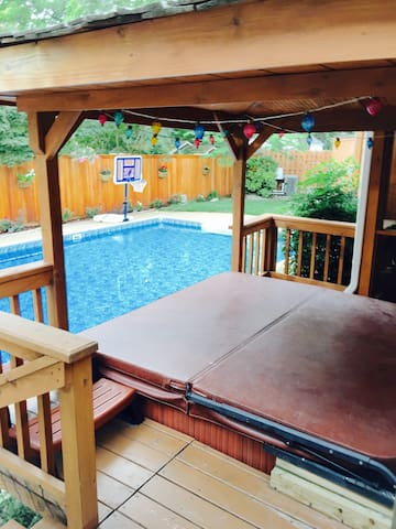 Cozy suite w/ Private Entrance~ pool and hot tub - バージニアビーチ - 離れ