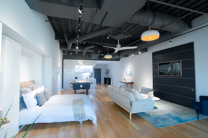 Downtown Dallas ♦ Smart Apartment