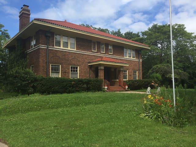 Beautiful House in Historic Neighborhood