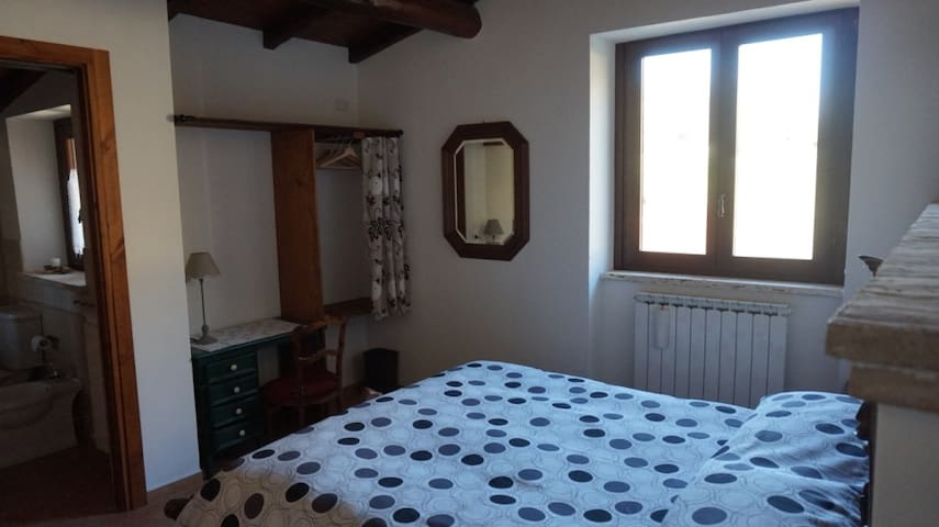 Comfortable room in Country House - Poggio Moiano - Haus