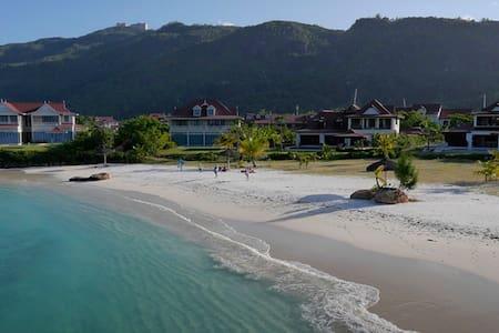 Romantic B&B Beach Villa with private pool