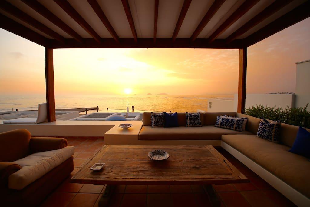 grandes terraza abierta con increíble vista al mar