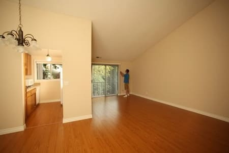 2-bdrm condo in gated community - Los Angeles - Condominium