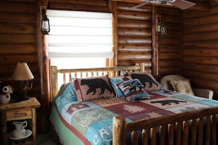 Alice's Cozy Grand Canyon Cabin: South Rim