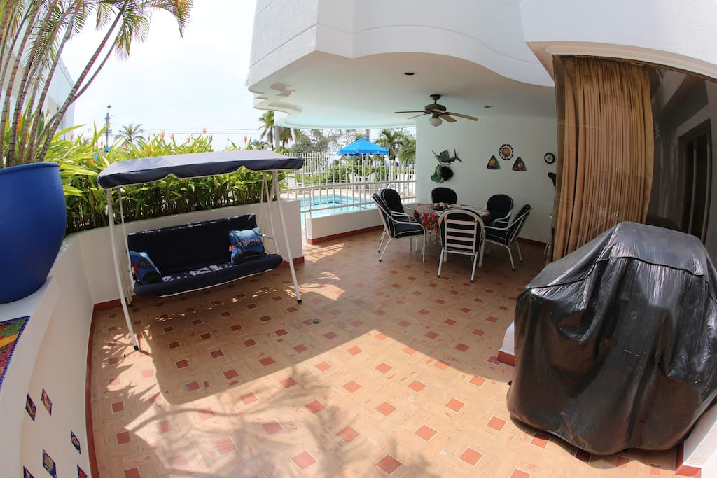 Front patio with large, comfortable table with 6 chairs and great patio swing