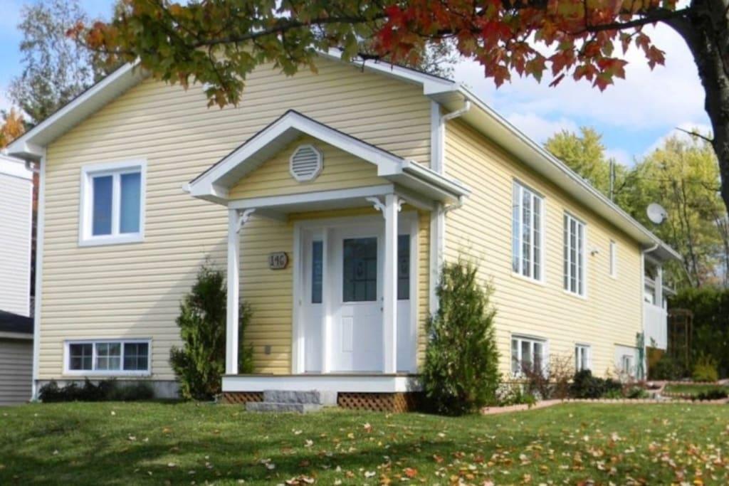 Grande chambre tranquille dans une belle maison maisons for Chambre a louer sherbrooke