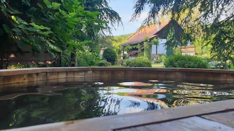 Parasztház a siklósi szőlőhegyen, dézsafürdővel