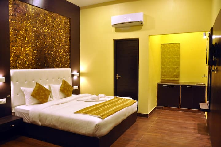 Hotel Grand Bhagwat By Keymagics - Deluxe Room