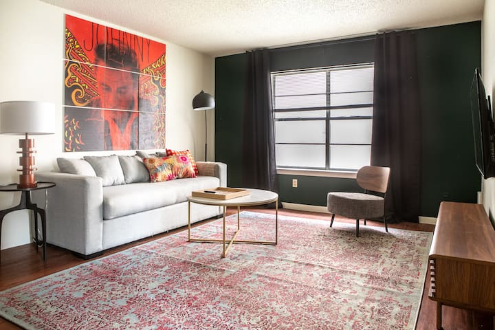 Stylish 2BR in Central Austin #105 by WanderJaunt