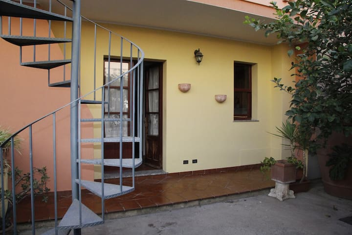 House in two floors with garden, next to Cagliari - Monserrato
