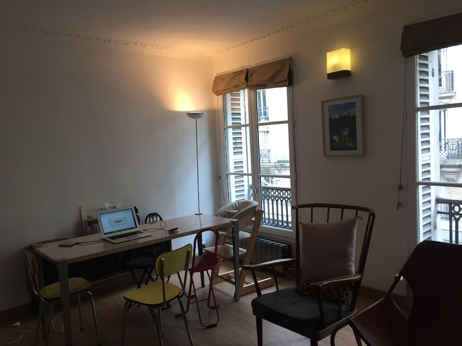 Living Room / TV / Internet / Sofa / Table