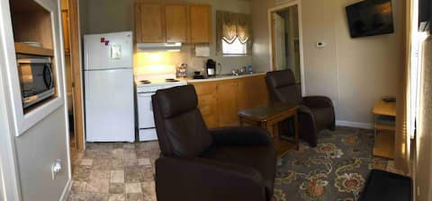 Cozy 2 BR 1 Bath Furnished Mini Trailer