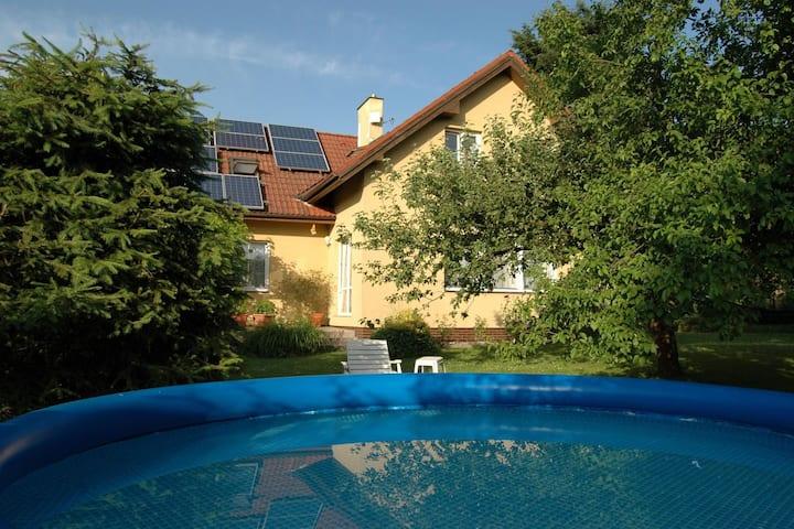 Espacioso apartamento con piscina privada en Ohrazenice, República Checa