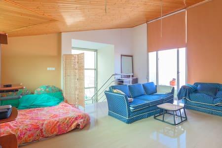 Gran Habitación Abuhardillada en  Campo de golf - Altorreal - Шале