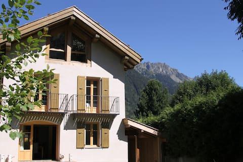 Chalet Les Tissourds 4*, Central Chamonix, hot tub