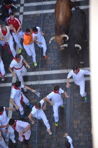 RUNNING BULLS ENCIERRO: THIS EVENT ONLY IN SAN FERMIN