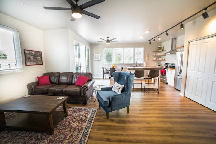 (201)Beautiful View, Brand New 2 bed 2 bath
