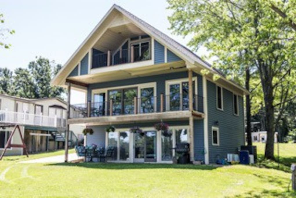 Beautiful lakeside home with two private apartments to rent for your enjoyment!