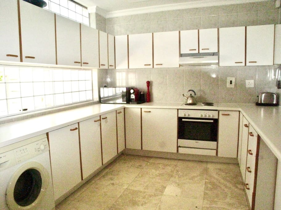 Huge kitchen with all modern appliances and bits for you to enjoy.