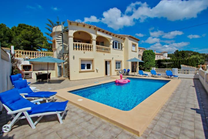 Sol Mar - sea view holiday home with private pool in Benissa