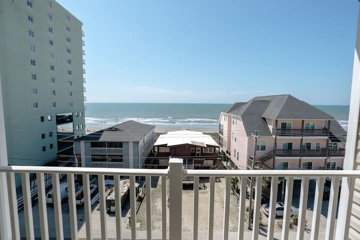 Incredible Ocean Views! 5 Bed / 5 Bath Luxury Condo in Cherry Grove. Best Rates - นอร์ธไมร์เทิลบีช - อพาร์ทเมนท์