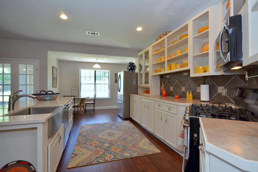 Bright and cheerful kitchen, fully eqipped