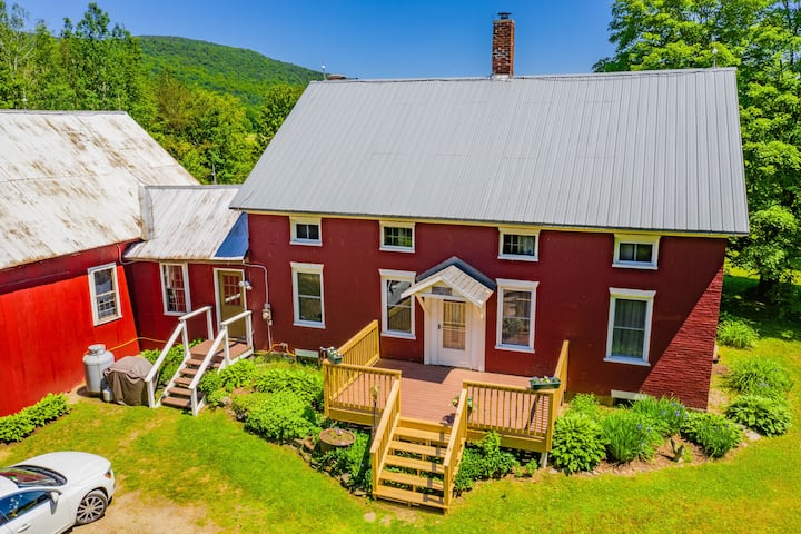 Historic Farmhouse Stay Near Smuggler's Notch