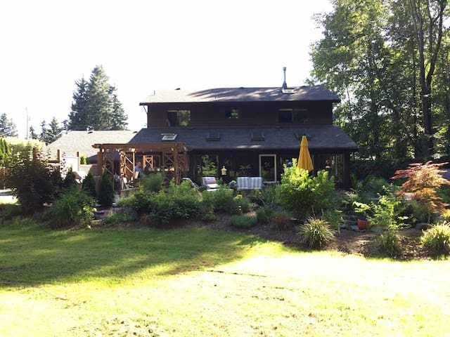 The Island Retreat - Comox - Maison