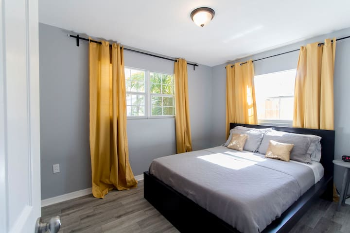 Queen room, with memory foam mattress, closet, and 2 windows.