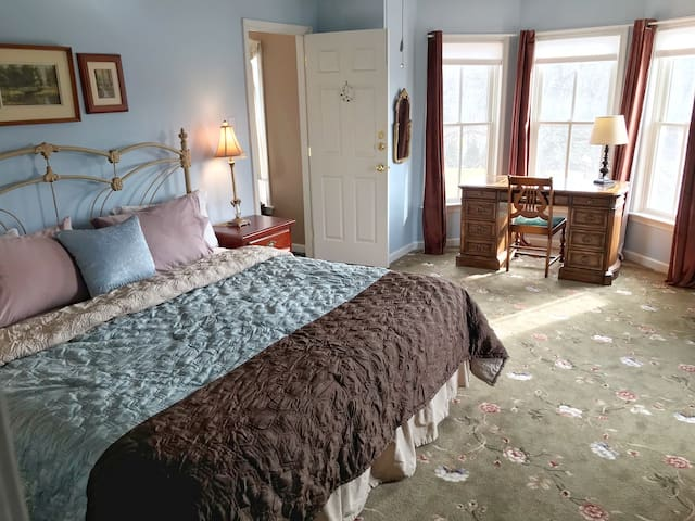 Walk to New Hope, Charming King Bed (A2)