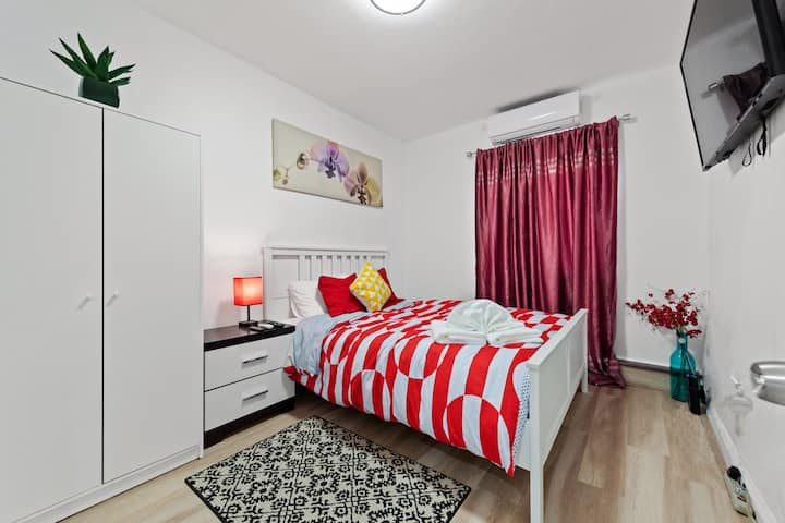 Newly decorated private cozy room 全家度假旅游温馨两房独立出入