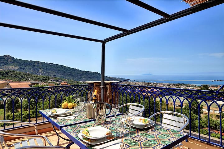 deckchairs and amazing panoramic views of the Gulf of Sorrento