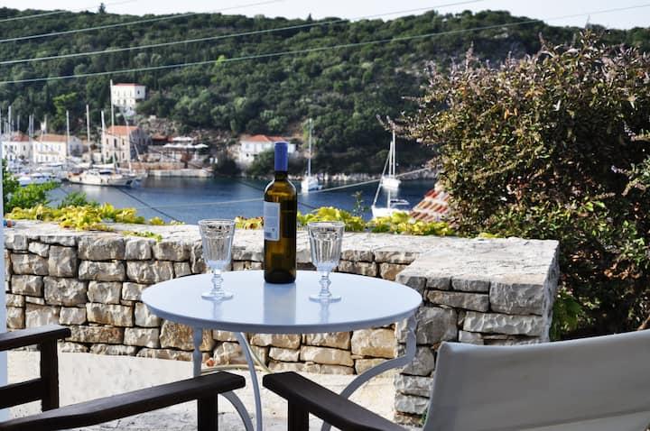 GR-10.Kioni!Studio with amazing terrace & sea view