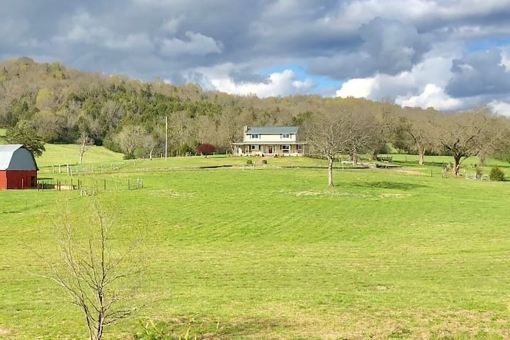 Farm Stay Experience - Close to Jack Daniels