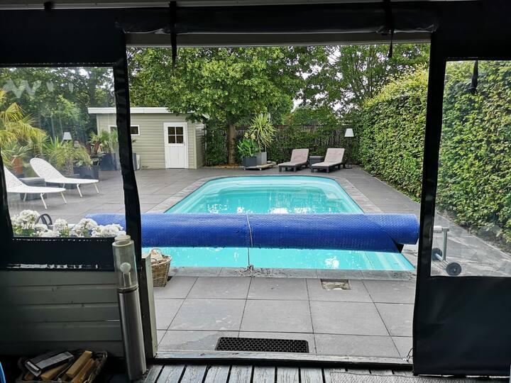 Luxe blokhut: zwembad, sauna, jacuzzi bij Emmen